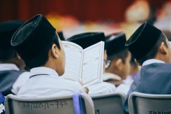 SEMANGAT PERSAUDARAAN DAN KEBERSAMAAN DALAM MEMBUMIKAN AL QUR'AN